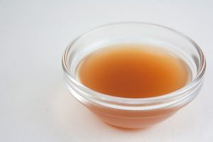 how to fight a cold -- photo of bowl of apple cider vinegar