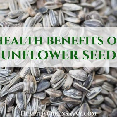 Learn about the surprising health benefits of sunflower seeds! A handful of these seeds every day may help you fight colds and sleep better! #healthhack #healthysnack #healthyfood #sunflowerseeds