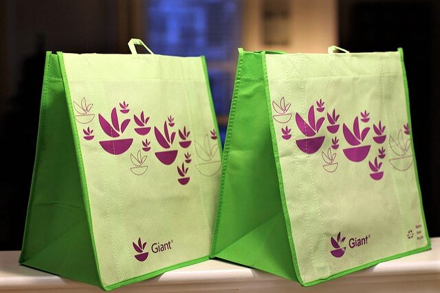 zero waste -- photo of reusable shopping bags