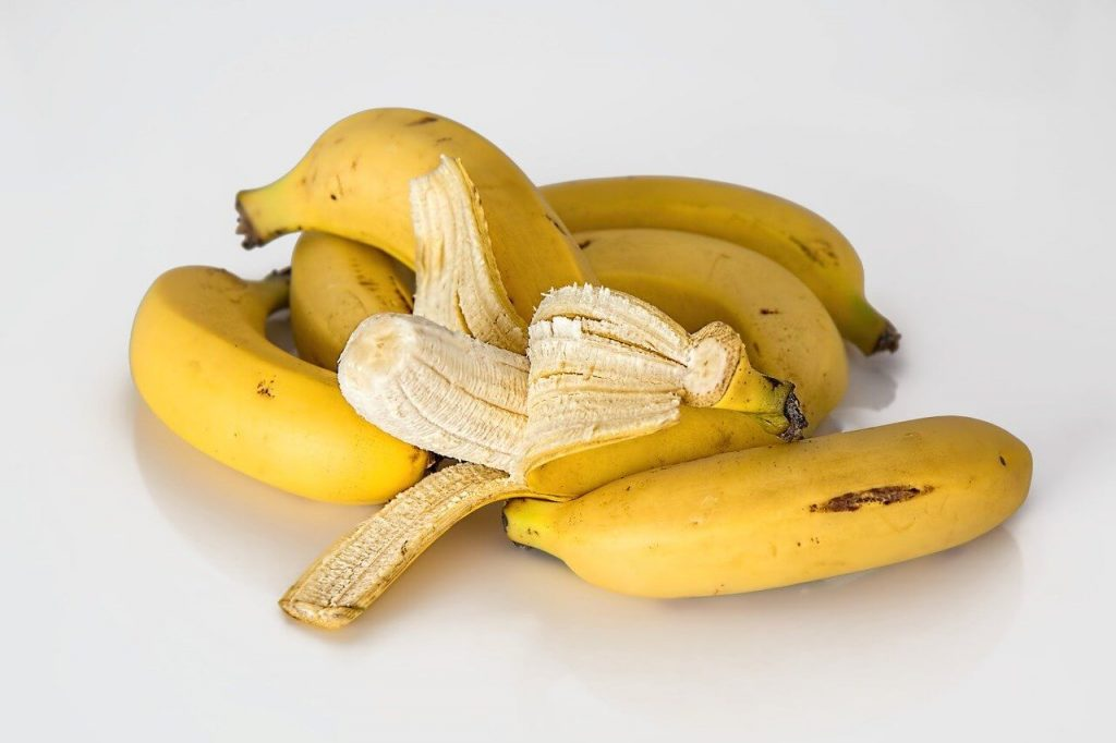 photo of bananas with peel, a home remedy for bug bites